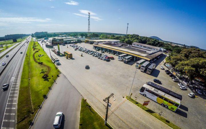 Bandidos furtam R$ 20 mil de dentro de caminhão em posto de combustível