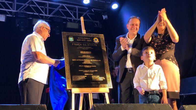 Praça da Bíblia é inaugurada em Guzolândia