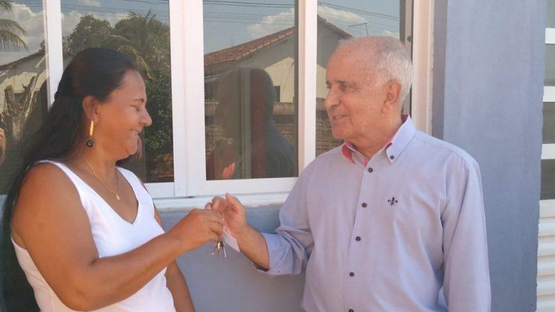 Prefeito de Pereira Barreto entrega três residências do Programa Casa Paulista