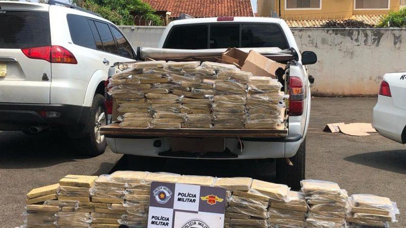 Homens são presos com 191 tabletes de cocaína na SP-310