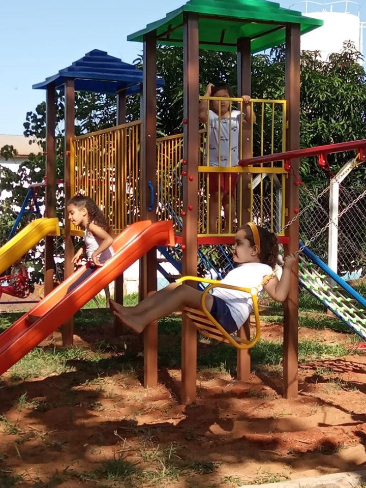 Escolas municipais de Auriflama ganham playgroud