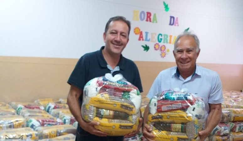 Guzolândia distribui 420 cestas para famílias dos programas sociais