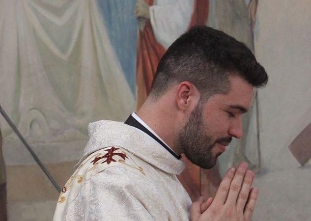 Padre Rafael Vieira lança livro nesta terça em Aracanguá