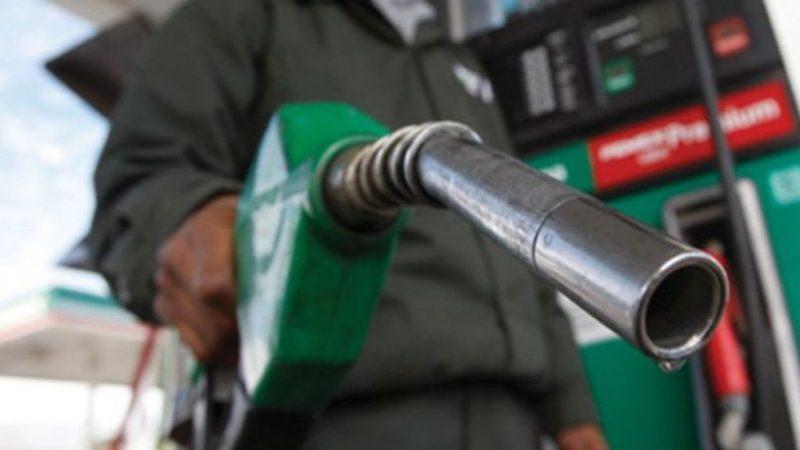 Preço da gasolina nas bombas sobe quase 5% e termina o ano em R$ 4,55 por litro