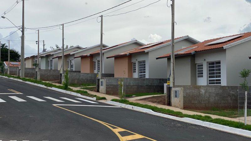 Contemplados com casas do CDHU em Guzolândia assinam contratos na sexta