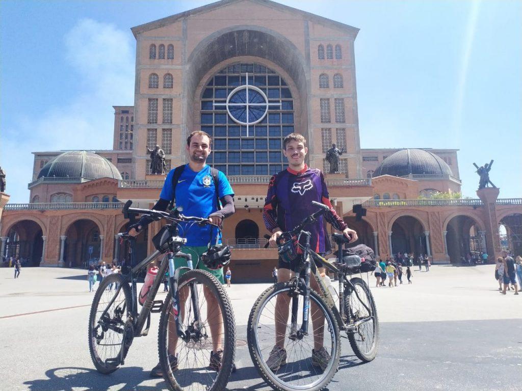 Caminho da fé: Jovens da região pedalam até Aparecida do Norte