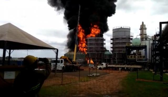 Fogo atinge usina de cana-de-açúcar em Sebastianópolis do Sul