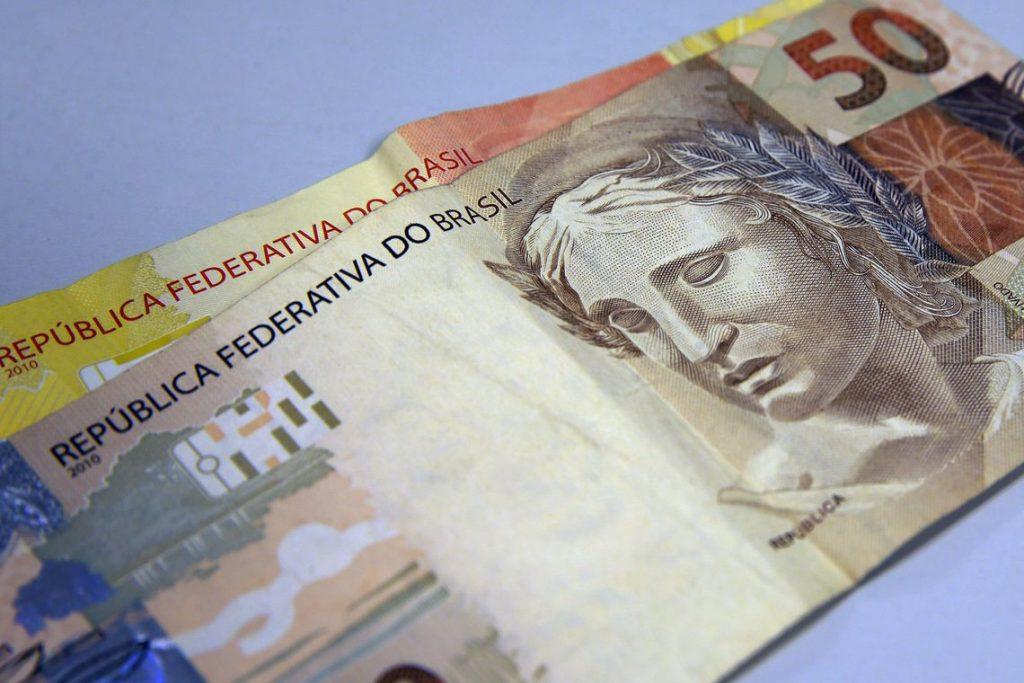 Salário mínimo será de R$ 1.045 a partir de fevereiro