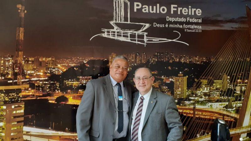 Em Brasília, Irmão Sandro busca ônibus para transporte de pacientes