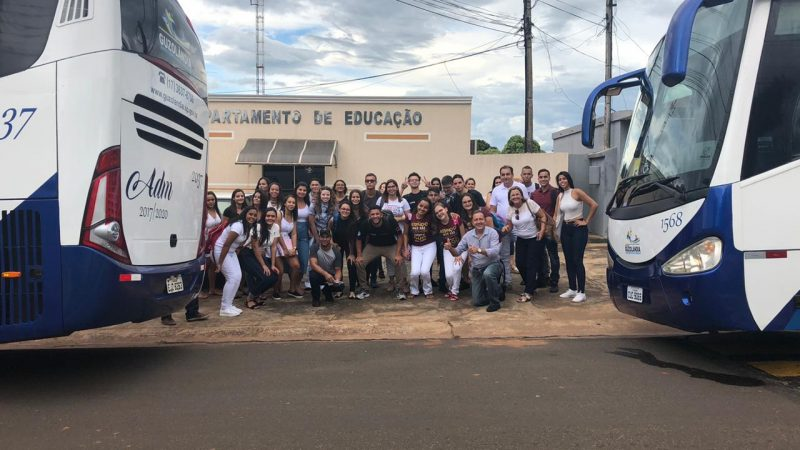 Universitários de Guzolândia iniciam ano letivo com ônibus novo
