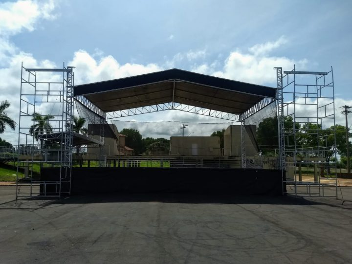 Estrutura para Carnapraia começa ser montada em Pereira Barreto