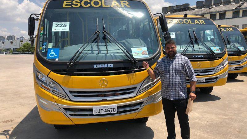 Aracanguá ganha mais um ônibus para transporte escolar