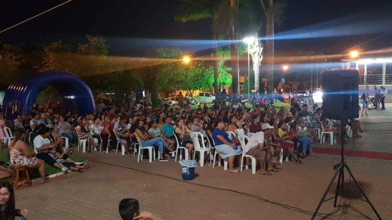 Cinema na Praça reúne famílias em Guzolândia