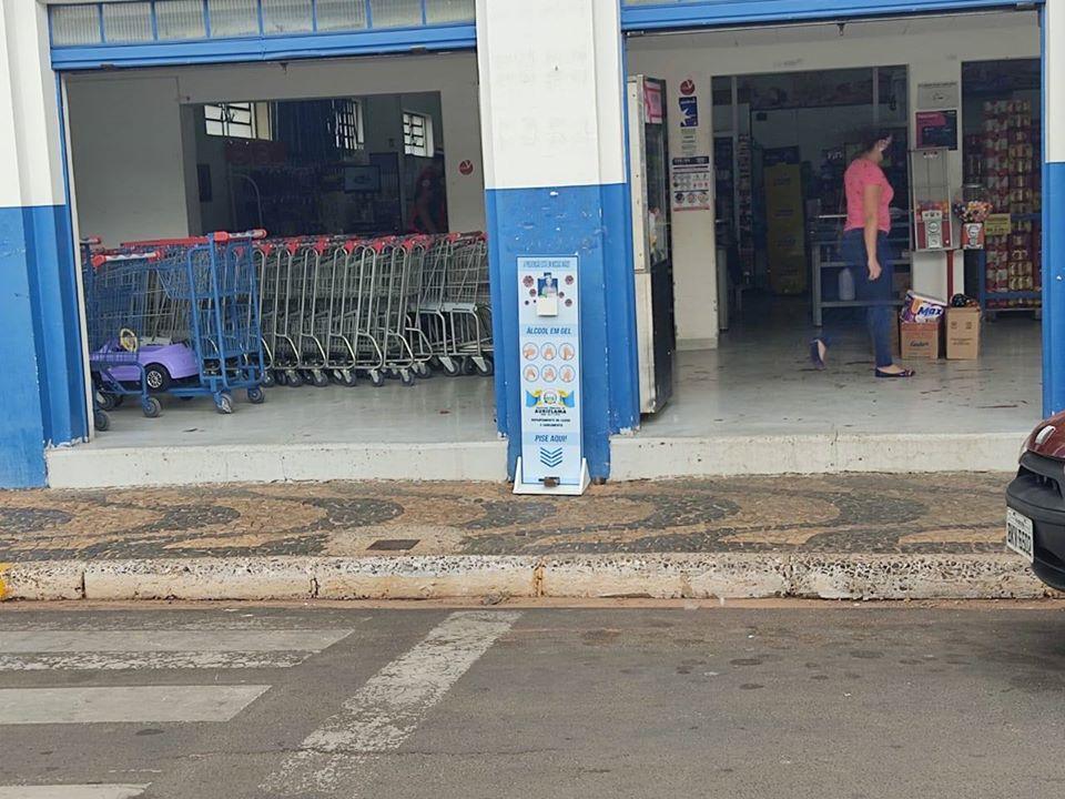 Prefeitura instala totens com álcool em gel no comércio auriflamense
