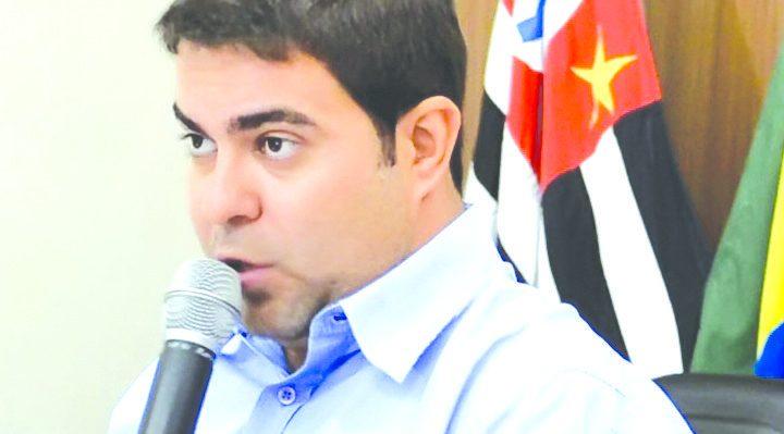 Rodrigo Santana segue intubado na UTI com suspeita de coronavírus