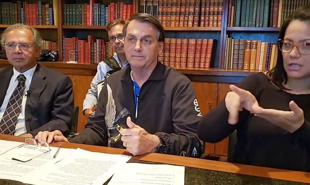 """""""Auxílio deve ter novas parcelas de R$ 500, R$ 400 e R$ 300"""", diz Bolsonaro"""
