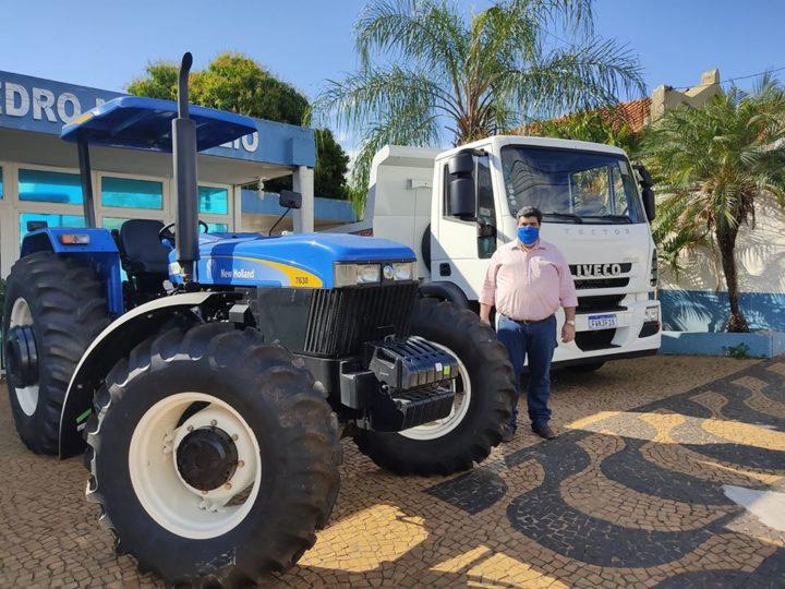 Auriflama recebe caminhão e trator do Governo Federal