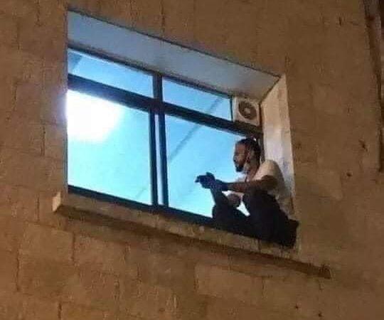 Filho escala parede do hospital até janela para se despedir da mãe