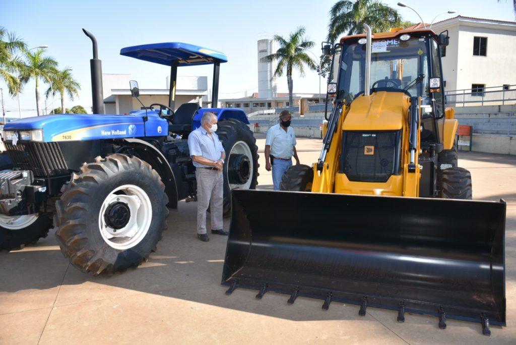 Aracanguá é contemplado com equipamentos agrícolas