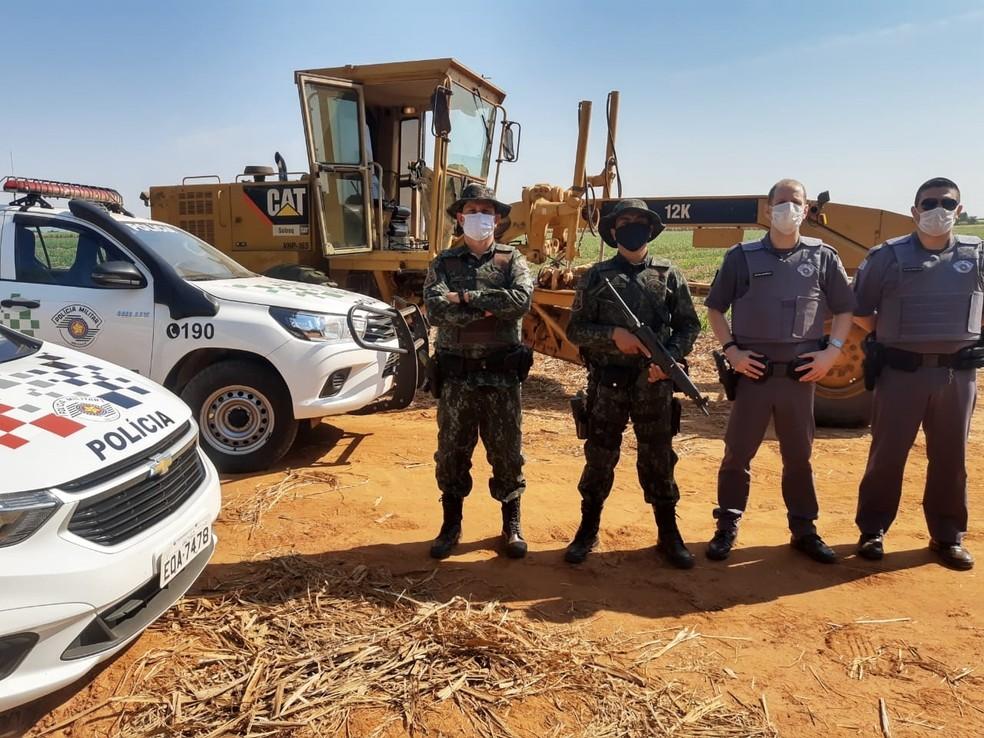 Três são presos por roubo de máquina agrícola