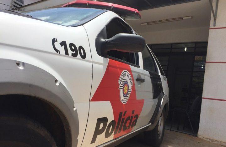 Polícia Militar flagra homem andando com cadeira de área furtada em Auriflama