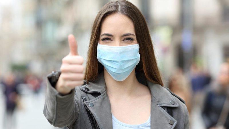 À partir de hoje (1º), quem for visto sem máscara em público será multado em R$ 500