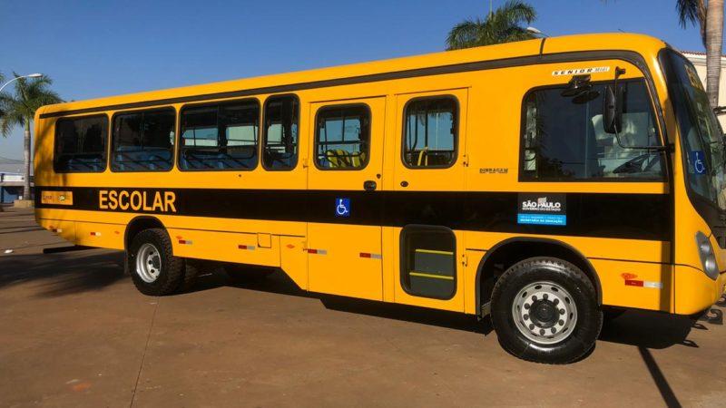 Educação de Aracanguá ganha mais um ônibus escolar