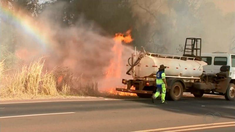 Fumaça de queimadas interdita rodovia em Aracanguá