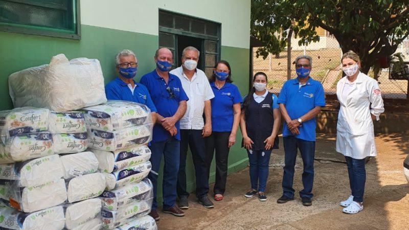 Lar dos Velhinhos recebe mais de 1 mil fraldas do Rotary Club