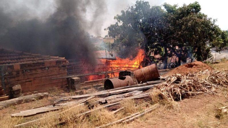 Incêndio atinge casa na região central de Auriflama