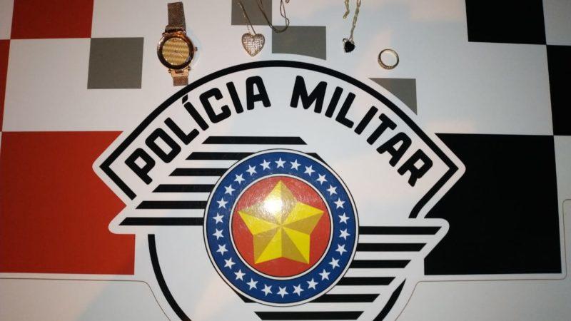 Jovem é preso por furtar semi-joias no Santa Maria