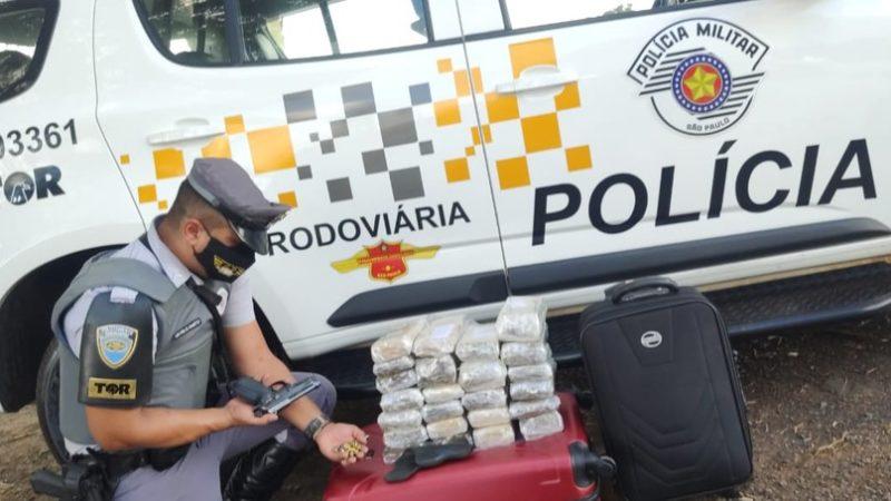 Homem é preso com armas e 24 tijolos de maconha em rodovia de Jales