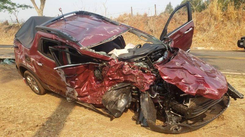 Batida entre caminhonetes deixa mulher ferida em rodovia da região