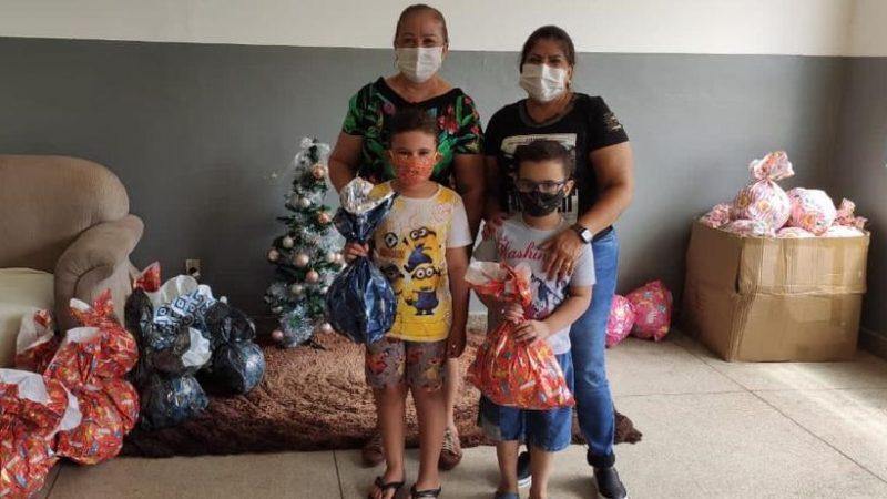 Crianças de Aracanguá ganham presentes de Natal