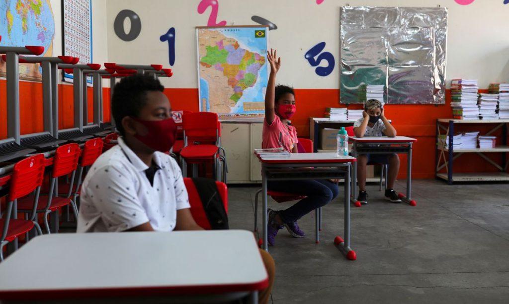 Prefeitura autoriza retorno das aulas presenciais na capital paulista
