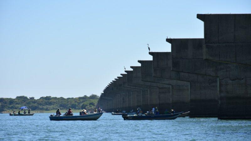 Pescadores levam prefeito e vice de Aracanguá em expedição pelo Rio Tietê