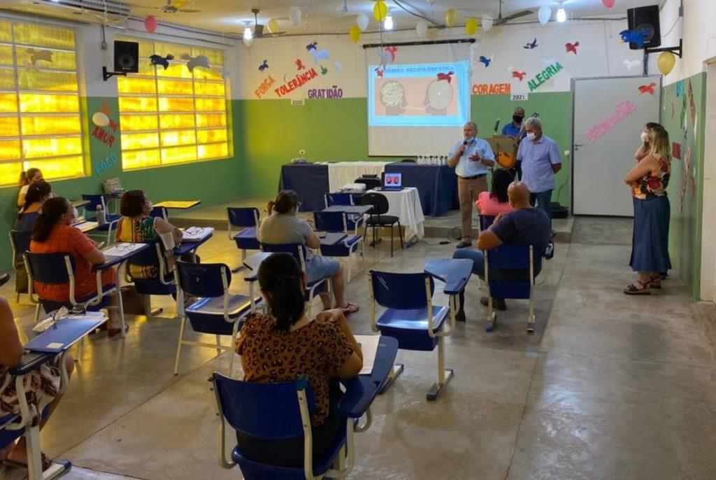 Em Aracanguá, prefeito e vice acompanham planejamento para retorno das aulas