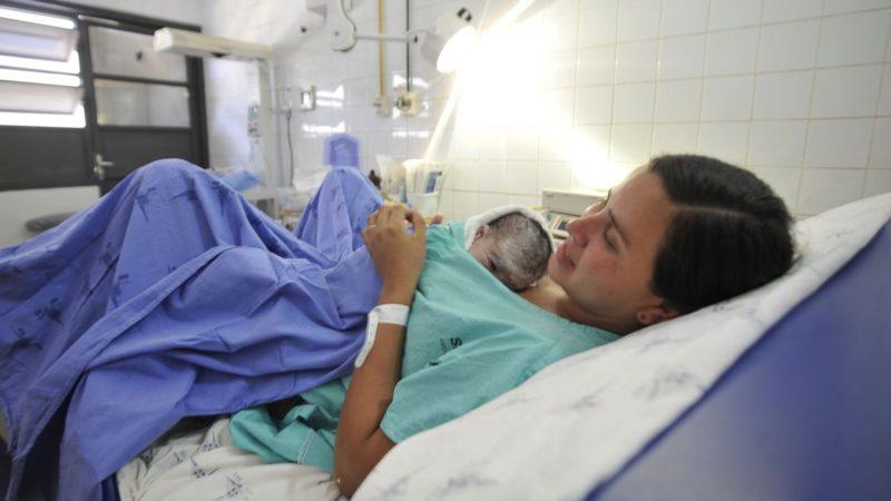 Salário-maternidade pode ser estendido para mães em caso de internação