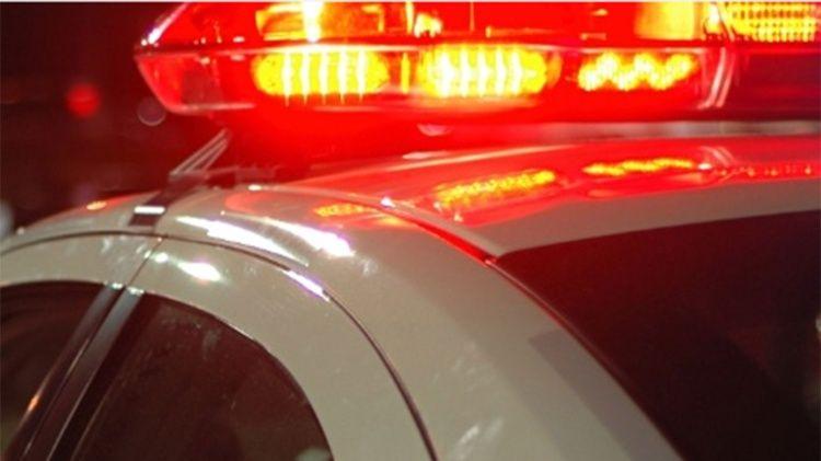 Homem armado com faca invade casa de ex-mulher e faz família refém