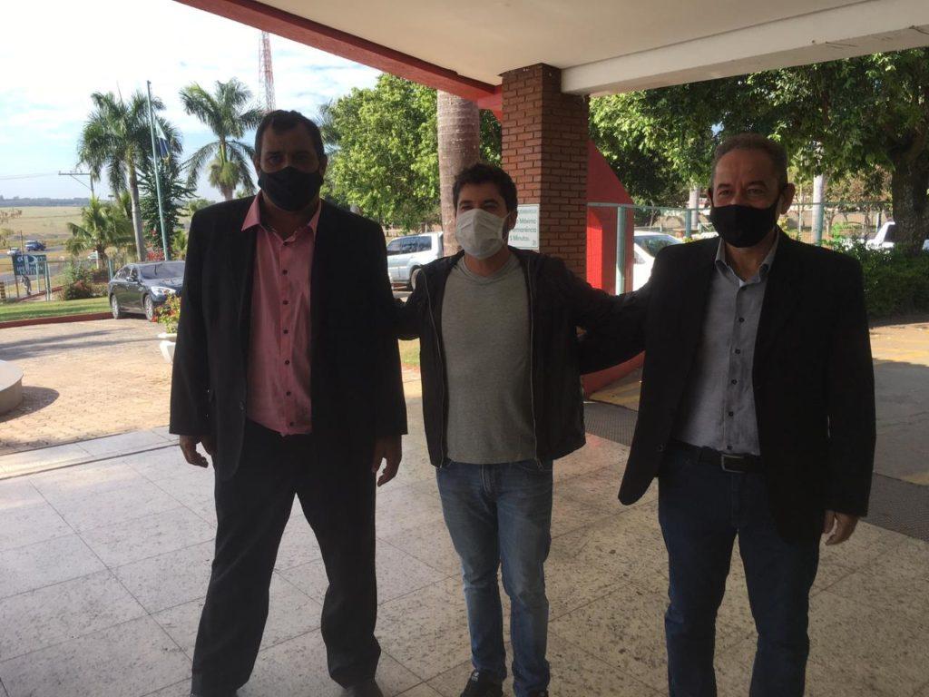 Davi e Ismael pedem recursos para Auriflama ao deputado Júnior Bozzella