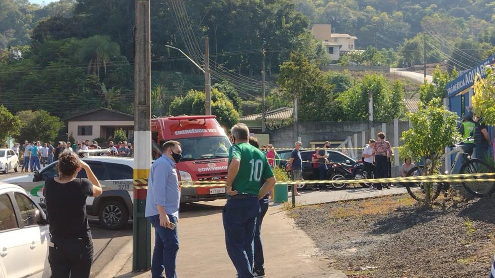 Jovem invade escola e mata três crianças e dois adultos em Santa Catarina