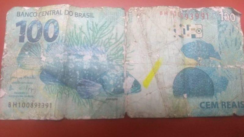 Polícia procura mulher que comprou trufas de menino em semáforo com nota falsa
