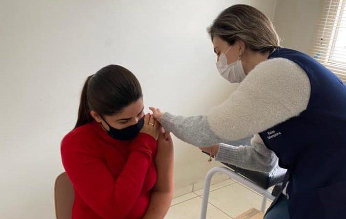 Em um único dia, Saúde vacina 622 pessoas contra a influenza