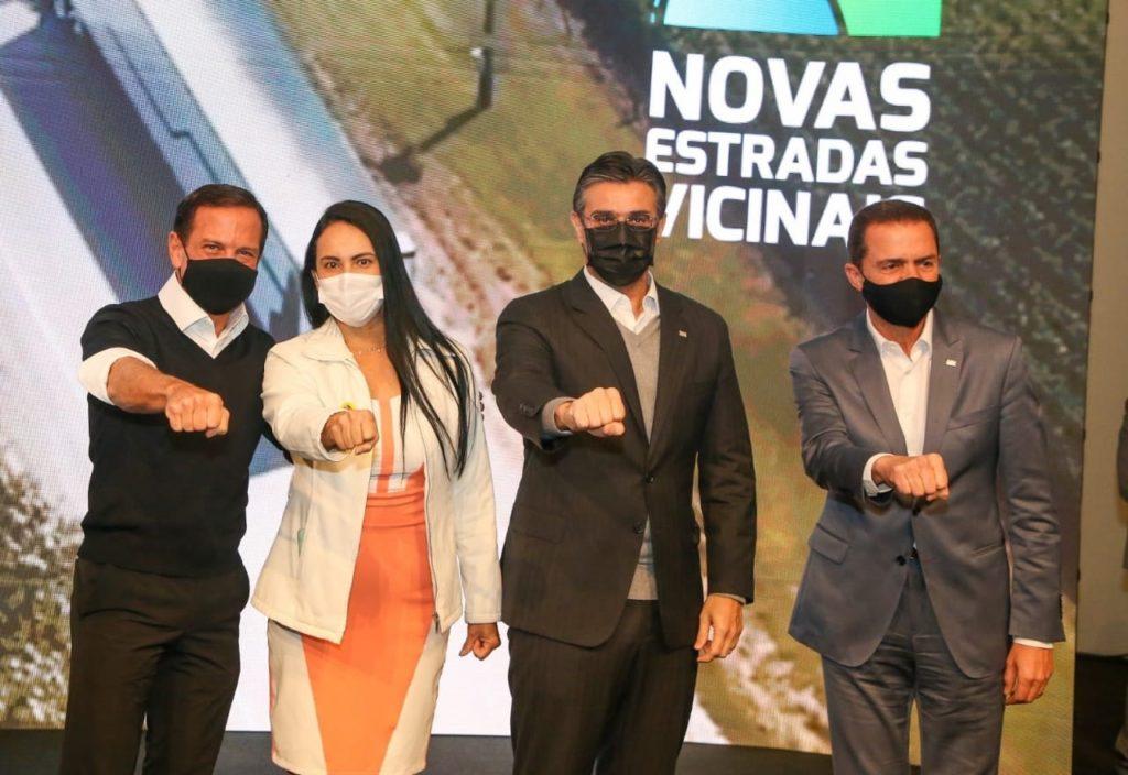 Em SP, prefeita assina convênio para obras na vicinal Antônio Dainesi