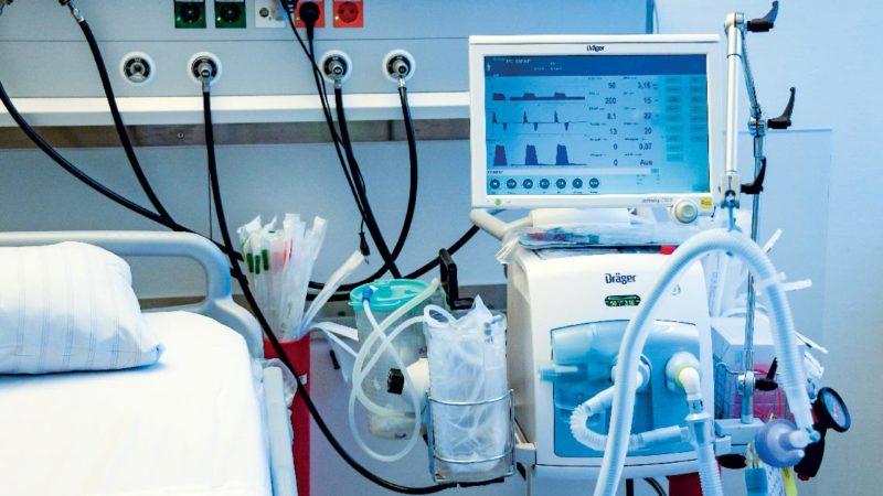 Boate acusada de realizar eventos durante a pandemia é condenada a comprar respirador