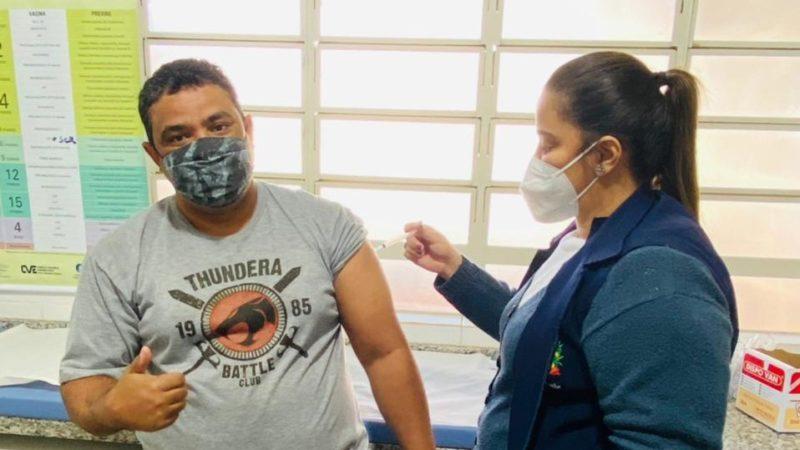 Pessoas de 40 a 42 anos começam a ser vacinadas em Aracanguá