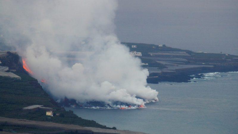 Nove dias após erupção, lava de vulcão Cumbre Vieja chega ao oceano