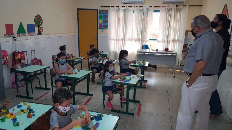 Prefeito de Aracanguá acompanha retomada das aulas