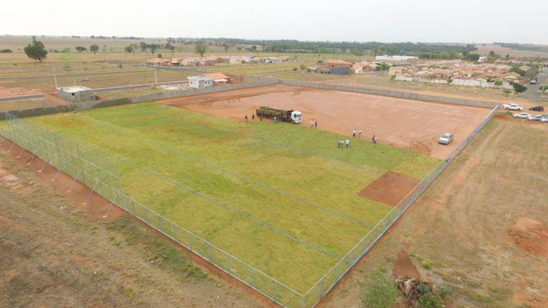 Com novo gramado, Aracanguá conclui mais uma etapa de obras no campo de Vicentinópolis