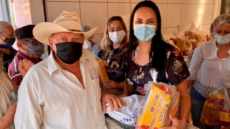 Social distribui kit lanche para idosos atendidos pelo programa do leite